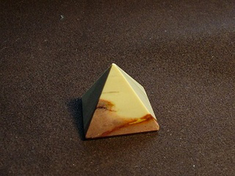 Mookaite Pyramid 25 x 25 mm