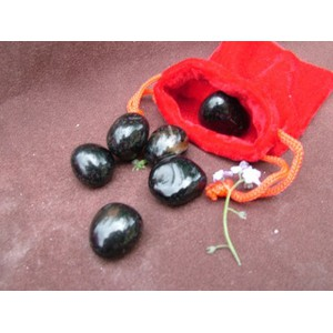 100g bag of Black Onyx Tumblestones in a velvet pouch